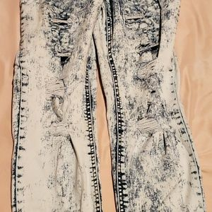 No Boundaries brand Distressed Jeans size 11!!